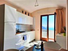 Balcone_con_terrazzo_vista_mare.jpg