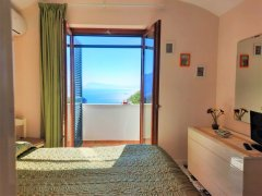 Double_bedroom_with_view_3.jpg